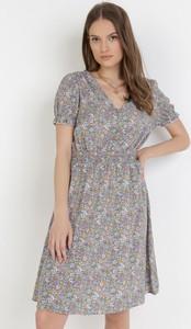 Fioletowa sukienka born2be z krótkim rękawem mini trapezowa
