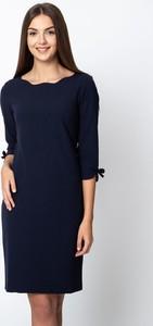 Niebieska sukienka QUIOSQUE z długim rękawem