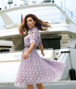 Sukienka Poza rozkloszowana w stylu casual z krótkim rękawem