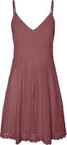 Czerwona sukienka Vero Moda z dekoltem w kształcie litery v na ramiączkach
