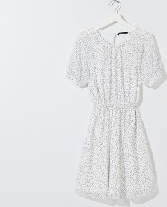 Sukienka Mohito w stylu casual z okrągłym dekoltem