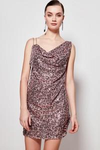 Różowa sukienka Trendyol