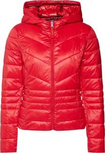 Czerwona kurtka Vero Moda krótka w stylu casual