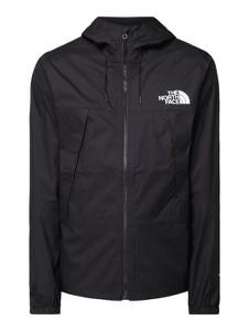 Granatowa kurtka The North Face w młodzieżowym stylu