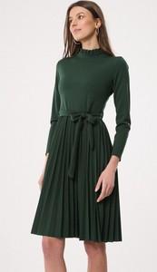 Zielona sukienka born2be na co dzień midi trapezowa