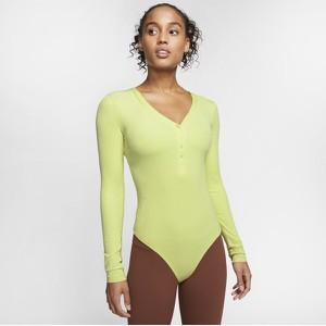 Zielona bluzka Nike w sportowym stylu