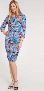 Sukienka QUIOSQUE midi w stylu casual z okrągłym dekoltem