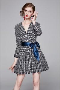 Sukienka Ferraga mini z długim rękawem z dekoltem w kształcie litery v