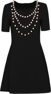 Czarna sukienka Moschino w stylu boho