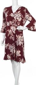 Sukienka Teaberry z dekoltem w kształcie litery v
