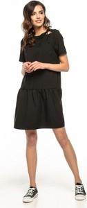 Czarna sukienka Tessita z krótkim rękawem mini