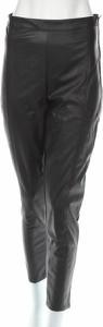 Czarne spodnie Gina Tricot w rockowym stylu