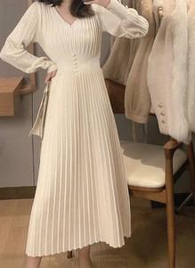 Sukienka Arilook z dekoltem w kształcie litery v z długim rękawem midi