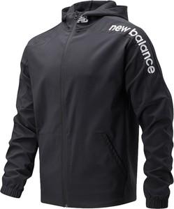 Czarna kurtka New Balance krótka w sportowym stylu