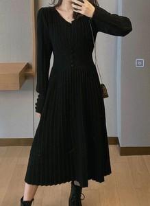 Czarna sukienka Arilook z długim rękawem z dresówki