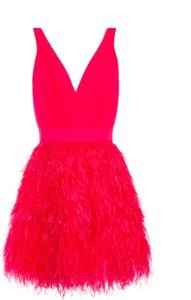 Czerwona sukienka Alice + Olivia z dekoltem w kształcie litery v