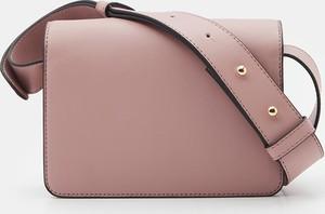 Różowa torebka Sinsay na ramię średnia matowa