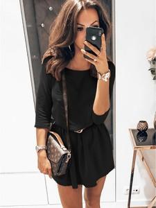 Czarna sukienka magmac.pl w stylu casual mini z długim rękawem