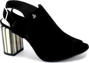 Sandały CheBello ze skóry z klamrami