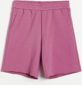 Różowe szorty Reserved z dresówki