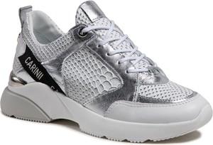 Srebrne buty sportowe Carinii na platformie