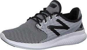 Buty sportowe New Balance w geometryczne wzory z płaską podeszwą w sportowym stylu