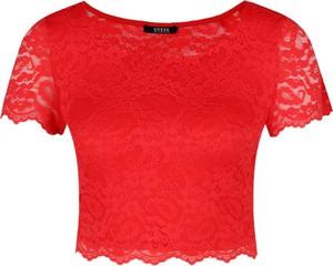 Czerwona bluzka Guess Jeans z krótkim rękawem z okrągłym dekoltem