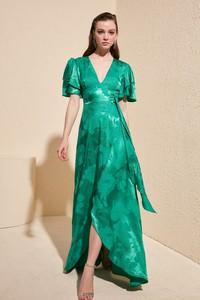 Zielona sukienka Trendyol z dekoltem w kształcie litery v asymetryczna