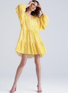 Żółta sukienka Małgosia Socha X Monnari z dekoltem w kształcie litery v z długim rękawem