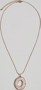 Mohito - Długi naszyjnik z zawieszką - Kremowy
