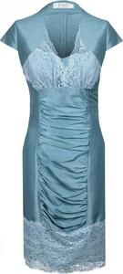 Niebieska sukienka Fokus z dekoltem w kształcie litery v
