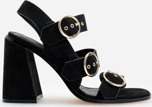 Czarne sandały Reserved z klamrami na obcasie