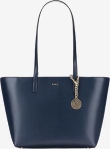 Niebieska torebka DKNY ze skóry