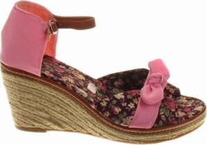 Sandały Coconel z klamrami na koturnie