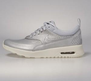 Sneakersy Nike w sportowym stylu sznurowane