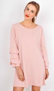 Różowa sukienka ZOiO.pl z długim rękawem oversize