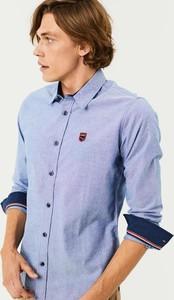 Niebieska koszula Diverse z tkaniny