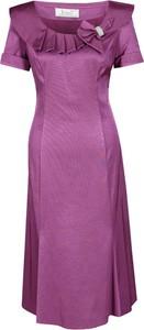 Różowa sukienka Fokus rozkloszowana