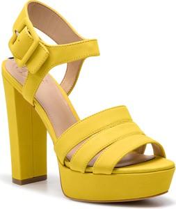 Sandały Guess w stylu klasycznym ze skóry ekologicznej na wysokim obcasie