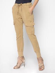 Brązowe spodnie Pepe Jeans w militarnym stylu