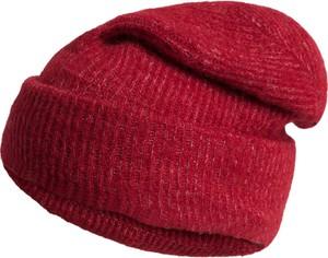 Czerwona czapka Pieces w stylu casual z dzianiny