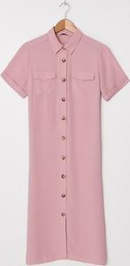 Różowa sukienka House szmizjerka midi z krótkim rękawem