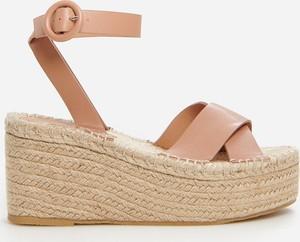 Brązowe sandały Reserved na koturnie w stylu casual