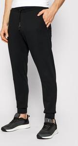 Czarne spodnie sportowe 4F z dresówki w sportowym stylu