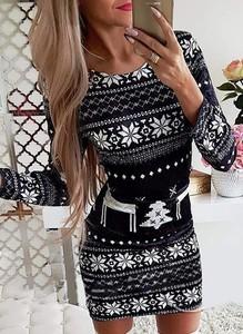 Sukienka Cikelly z długim rękawem dopasowana w bożonarodzeniowy wzór
