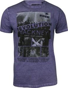 Fioletowy t-shirt Brave Soul z krótkim rękawem z nadrukiem z tkaniny