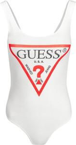 Bluzka Guess w młodzieżowym stylu