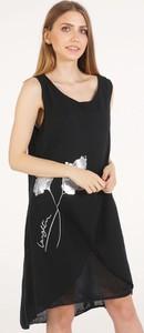 Czarna sukienka Unisono na ramiączkach mini z okrągłym dekoltem