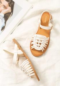 Sandały born2be ze skóry ekologicznej w stylu casual z klamrami