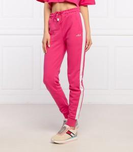 Różowe spodnie sportowe Fila